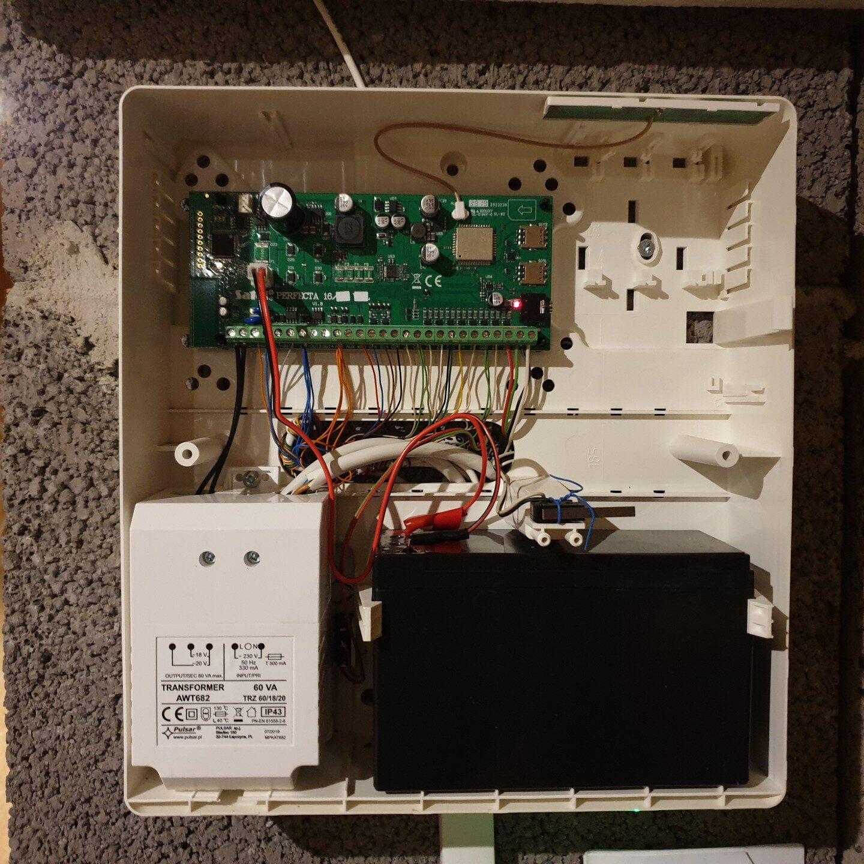 Realizacja FPI - Montaż systemu alarmowego w domu