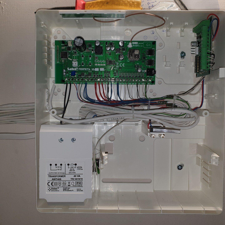 Realizacje FPI - Montaż systemu alarmowego w niewykończonym budynku