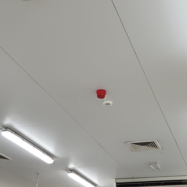Realizacje FPI - Montaż systemu sygnalizacji pożaru na hali produkcyjnej